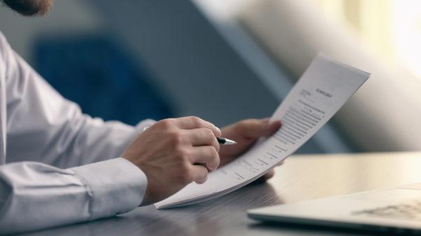 Αναγκαία η διευκρίνιση της μη υπαγωγής των πνευματικών και συγγενικών δικαιωμάτων σε εισφορές ΕΦΚΑ
